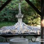 うず高く積まれた木刀の山と血の池「野間大坊」【愛知】