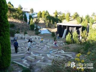不思議のアリスかパノラマ島のような公園「養老天命反転地」【岐阜】