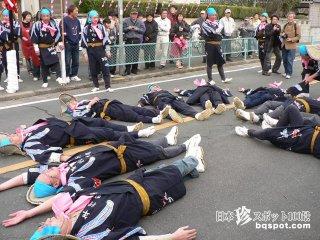 大人が酔っぱらって道に寝っ転がる祭り!?「うじ虫祭り」【愛知】