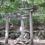世にも奇妙な三本足鳥居「蚕の社」【京都】
