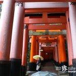 不思議な赤の迷宮「伏見稲荷大社」【京都】