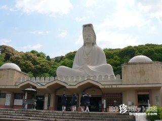 真っ白に輝く24メートルの大観音と胎内巡り「霊山観音」【京都】