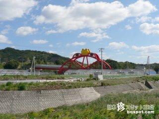 巨大なカエル橋とびんちょうタンで町おこし「かえる橋」【和歌山】