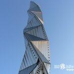 空に伸びる巨大スネークキューブ!?「水戸芸術館タワー」【茨城】