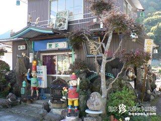 (閉鎖)石と廃材のジャンクアーティスト「喫茶五重塔」【岐阜】
