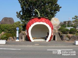 童話的でファンタジックな待合室「フルーツバス停」【長崎】