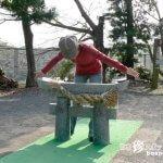 日本一小さい鳥居をくぐり抜けることができる?「淡島神社」【長崎】