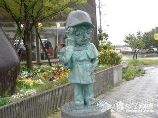 見た目は子供、頭脳は大人なコナン像「名探偵コナン通り」【鳥取】