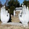 巨大な手がにょっきり! 石仏の仏教パーク「三浦大仏」【神奈川】