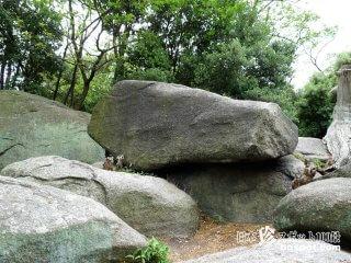 あなたも指一本で10トンの岩を動かせる!?「ゆるぎ岩」【香川】