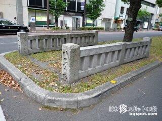 道路のど真ん中にある、橋であって橋でない橋「八雲橋」【香川】