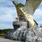 宮古島の珍モニュメント5「伊良部島(いらぶじま)のサシバ」【伊良部島】