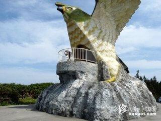 宮古島の珍モニュメント5「伊良部島のサシバ」【伊良部島】