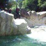 川にジャンプ! 子供の頃に戻れる冒険「キャニオンスイミング」【滋賀】