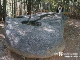 三つ目族・写楽保介の名推理!?「飛鳥奇石群(1)酒船石」【奈良】