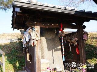 病を治すのっぺらぼうの石仏「飛鳥奇石群(10)弥勒石」【奈良】