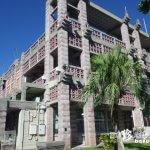日本一癒されるラビリンスのような市庁舎「名護市庁舎」【沖縄本島】