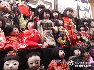 中学校の先生が集めた2000の人形たち「白石人形の蔵」【宮城】