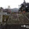 境内を走る電車と磁器の大鳥居「陶山神社(すえやまじんじゃ・とうざんじんじゃ)」【佐賀】