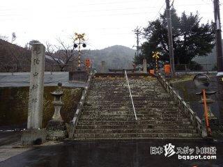 境内の中を電車が走ってる!? 焼き物の街の「陶山神社」【佐賀】