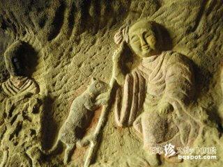 洞窟内の無数の磨崖仏に震える濃密な時間「鶴の岩屋」【佐賀】