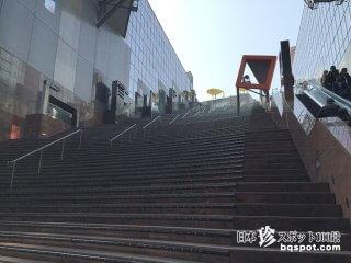 目もくらむような大階段を一気に駆け登れ!「JR京都駅」【京都】