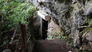 30mひたすら登れ! 意外にハードな探検「橋立鍾乳洞」【埼玉】