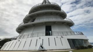 海にたたずむ巨大な巻き貝型タワー「海のピラミッド」【熊本】