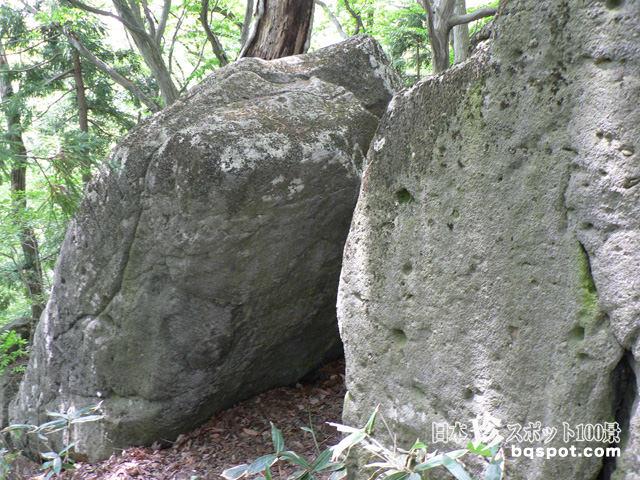 大石神ピラミッド