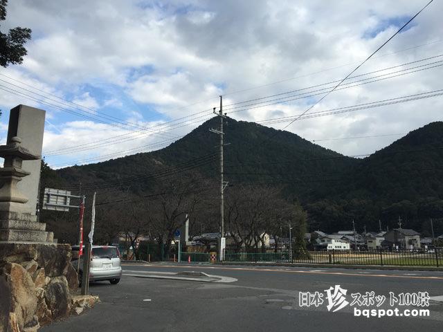 三上山ピラミッド
